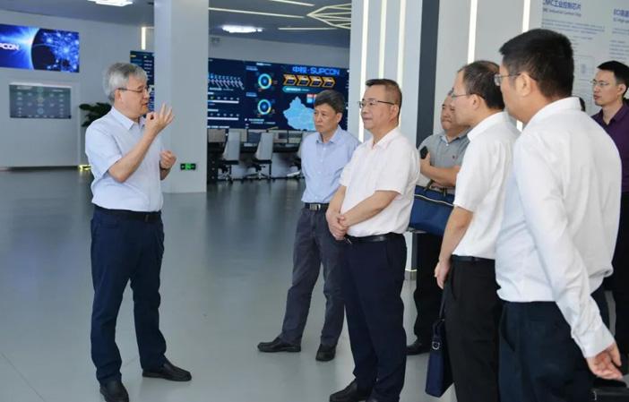 浙江省经济和信息化厅厅长徐旭一行莅临中控技术考察交流